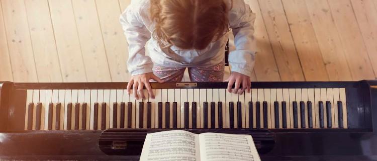 Elana Vinnik Piano and Guitar Lessons
