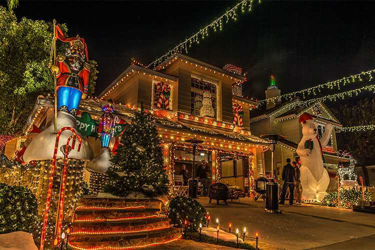 Extreme Christmas Lights Videos from around the World - Help! We've Got Kids - Extreme Christmas Lights Videos From Around The World - Help! We've